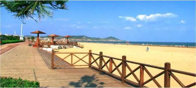 青岛沙滩露营