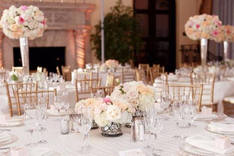 作为河南省的省会,郑州自然有很多酒店可以举办婚宴。今天,小编通过新人的喜好,为大家整理了郑州十大最受欢迎的婚宴酒店。新人可以根据婚宴桌数和酒店区域要求进行选择。
